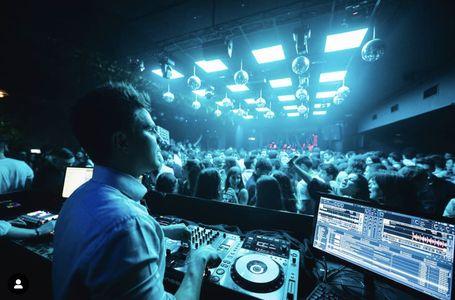 DJ Aleix Cadalso presta servicio en la subcategoría de Djs en Barcelona