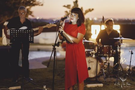 Jazzistika presta servicio en la subcategoría de Grupos de Jazz en Cádiz