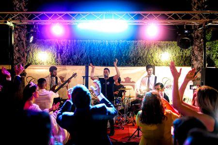 Enchufados Rock presta servicio en la subcategoría de Grupos de Rock y Pop en Sevilla