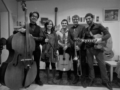 Pierre Arnaud Music presta servicio en la subcategoría de Orquestas, cantantes y grupos en Barcelona