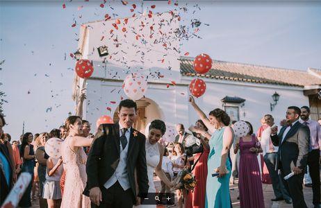 La25 Bodas presta servicio en la subcategoría de Fotógrafos de bodas en Sevilla