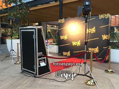 Fotoespejo.es presta servicio en la subcategoría de Fotomatón y Photocall en Madrid