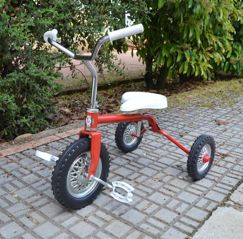 Alquiler triciclo clásico años 70-80