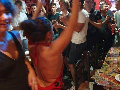 El toro y la luna tablao flamenco presta servicio en la subcategoría de Flamenco y Coros Rocieros en Valencia