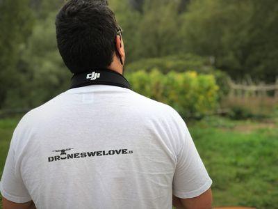 Droneswelove presta servicio en la subcategoría de Video y fotografía con drones en Barcelona