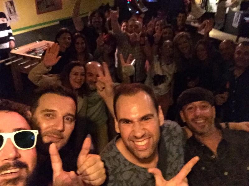 Selfie final de actuación en despedida