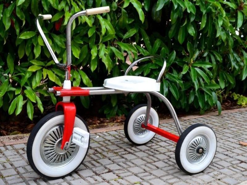 Alquiler triciclo clásico para niños