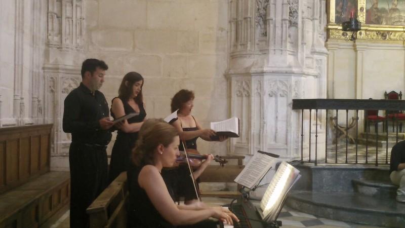 Piano, violín y cuarteto de voz