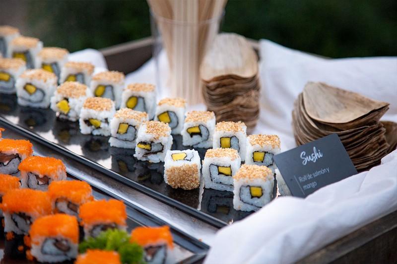 Carrito-Buffet Sushi servicio con camarero