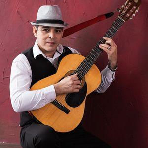 Señor Bolero, Dúo Habana presta servicio en la subcategoría de Orquestas, cantantes y grupos en Alicante