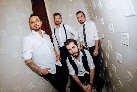 Ready to Rock presta servicio en la subcategoría de Grupos de Rock y Pop en Tarragona