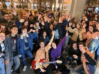 La Buena Onda presta servicio en la subcategoría de Orquestas, cantantes y grupos en Zaragoza