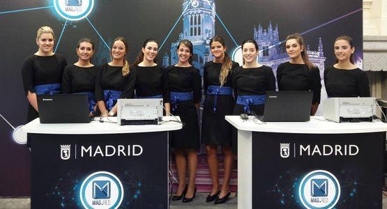 Plot Azafatas presta servicio en la subcategoría de Azafatas para eventos y congresos en Madrid