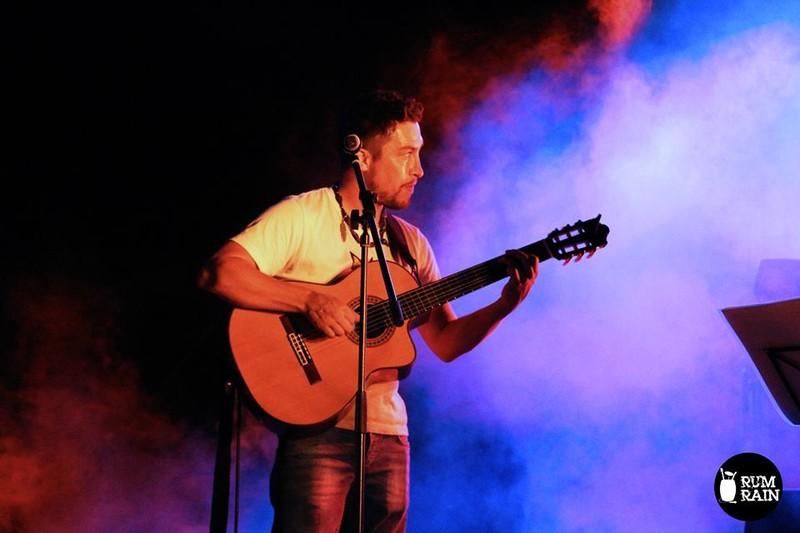 Faro Bejarano (guitarras y voz)