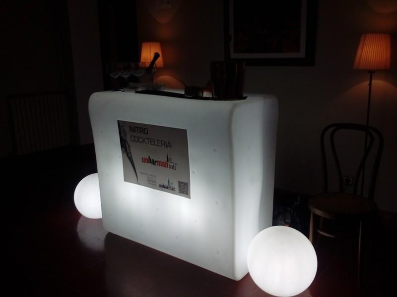 Barra Led iluminada, posibilidad de poner logo empresa etc