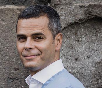 Adán Robayna presta servicio en la subcategoría de Orquestas, cantantes y grupos en Las Palmas
