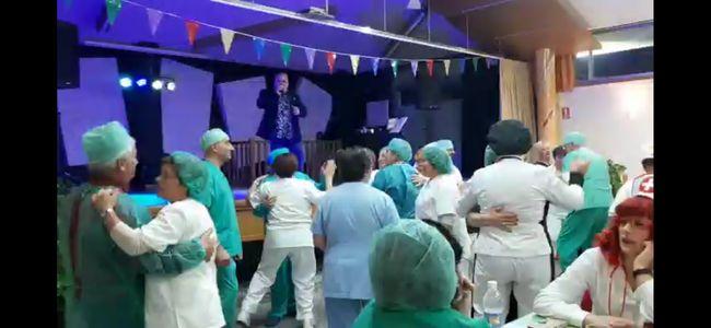 DUO EN CLAVE DE TI presta servicio en la subcategoría de Orquestas, cantantes y grupos en A Coruña