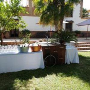 La Encina Catering presta servicio en la subcategoría de Catering en Sevilla