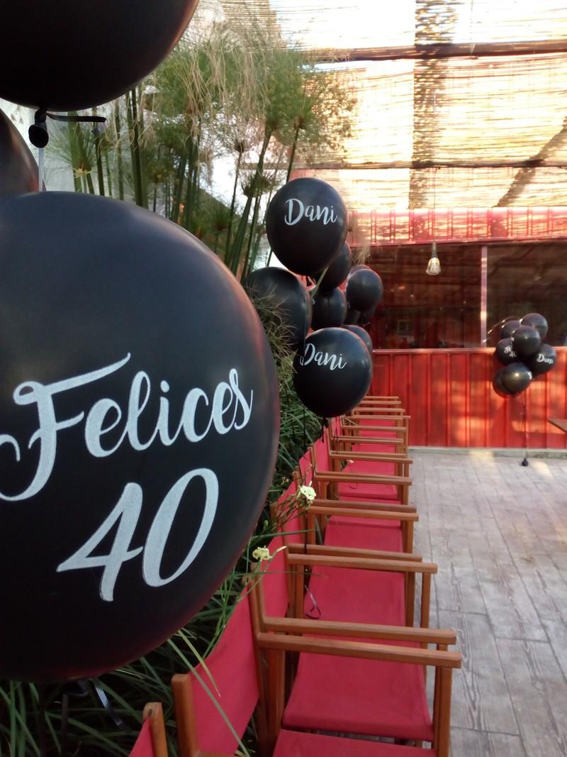 globos personalizados para aniversarios especiales_un mar de globos