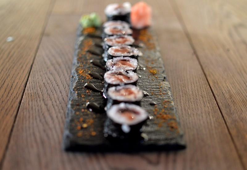 Maki de foie, peras al vino y su reducción