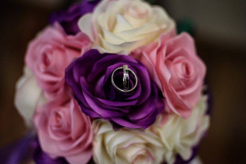 anillos y ramo boda