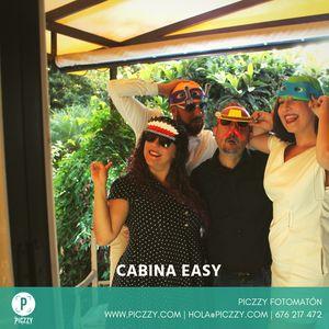 Piczzy Fotomatón presta servicio en la subcategoría de Fotomatón y Photocall en Santa Cruz de Tenerife