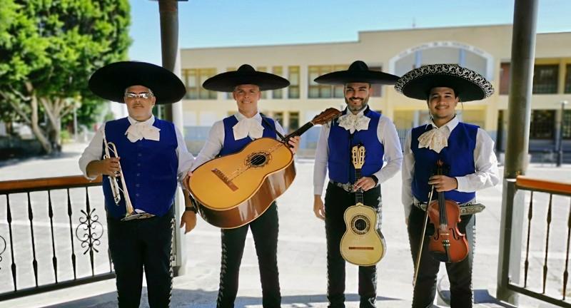 El equipo de Alma Mexicana