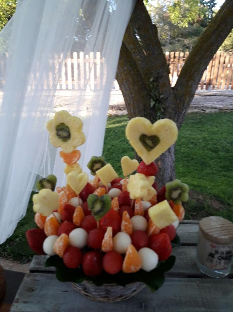 Cesto de fruta tallada