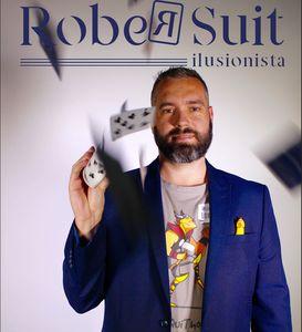 Rober Suit presta servicio en la subcategoría de Magos para niños en Madrid
