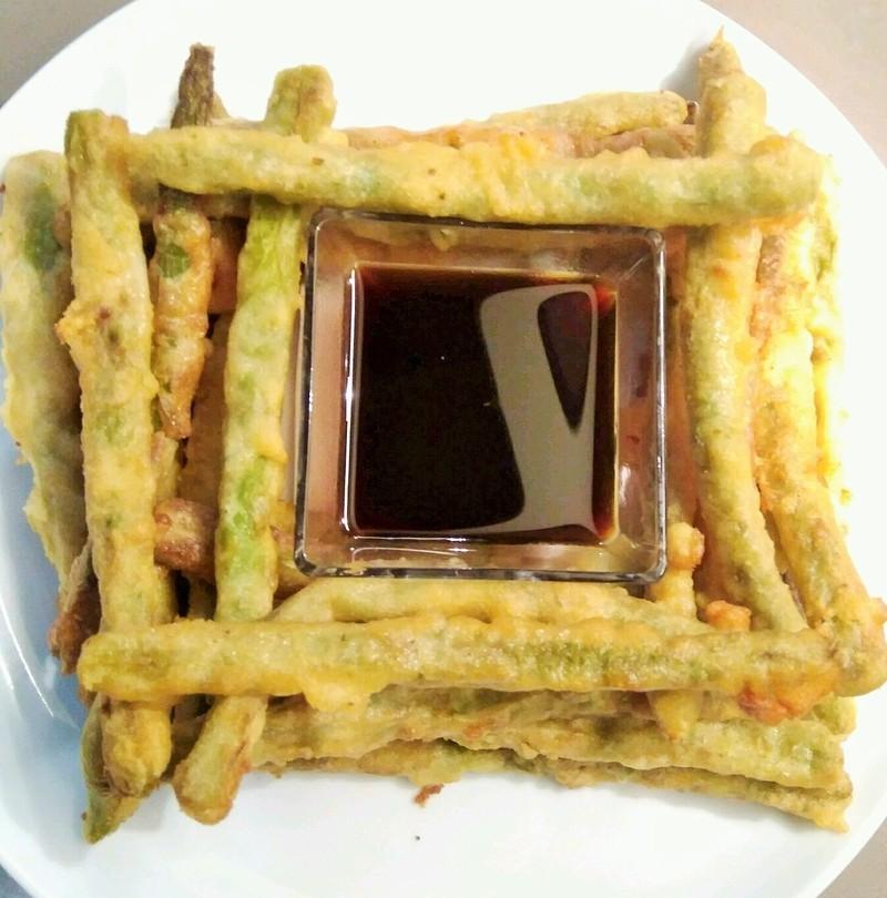 Espárragos en tempura con salsa de soja