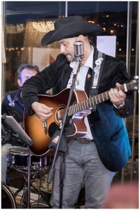 LOS TESSEE ROCKING BOYS presta servicio en la subcategoría de Grupos de Rock y Pop en Vizcaya