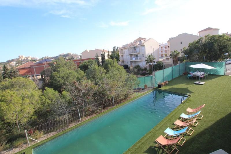 Chalet con piscina privada y un peculiar diseño.