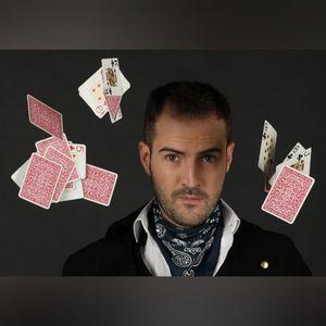 Aildo Humor & Magia presta servicio en la subcategoría de Monologuistas, cómicos y humoristas  en Madrid