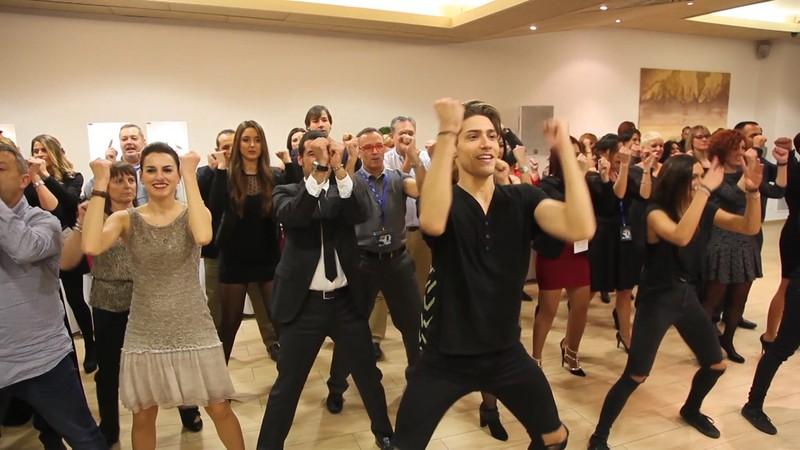 Flashmob en cena de empresa de Navidad