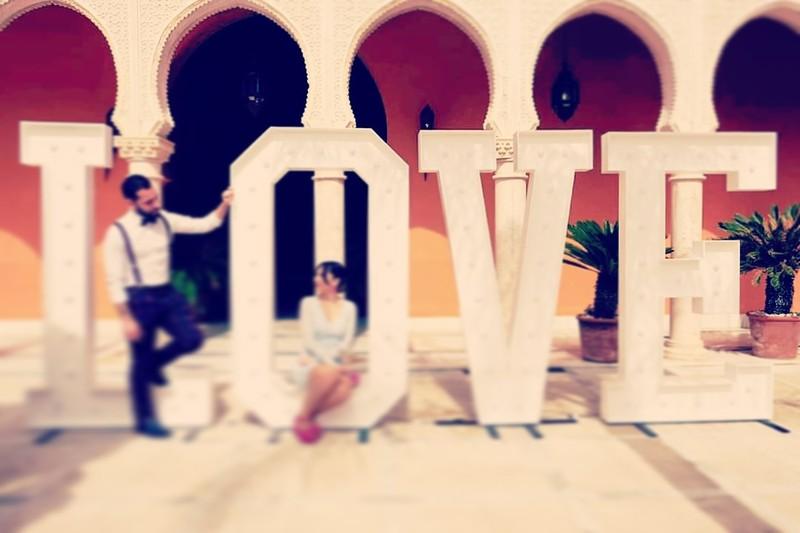 LOVE 2 Metros de altura