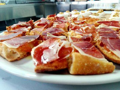 Jeyrs Eventos presta servicio en la subcategoría de Catering en Barcelona