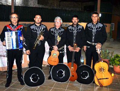 Mariachi Serenata presta servicio en la subcategoría de Orquestas, cantantes y grupos en Alicante