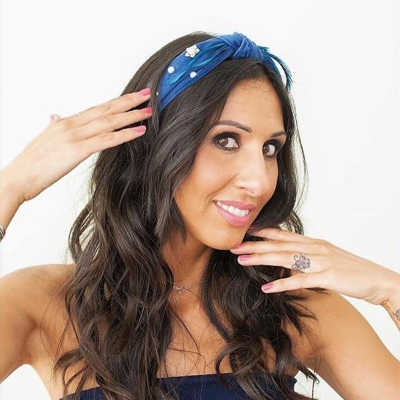 Diadema nudo de terciopelo azul decorada con filigrana plateada